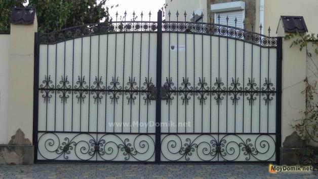 Распашные ворота комбинированные