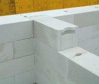 Перевязка газобетонной кладки вглубь на 150 мм наружной стены