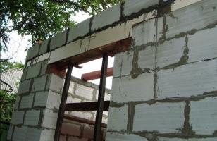 Усиление газобетонных проемов металлическим уголком
