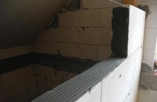 Укладка перегородочных газобетонных блоков