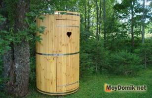 Круглый туалет (круголой формы, в виде деревянной бочки)