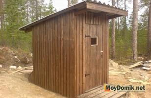 Дачный туалет-скворечник из дерева