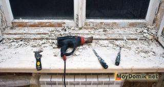Удаление краски с подоконников и откосов