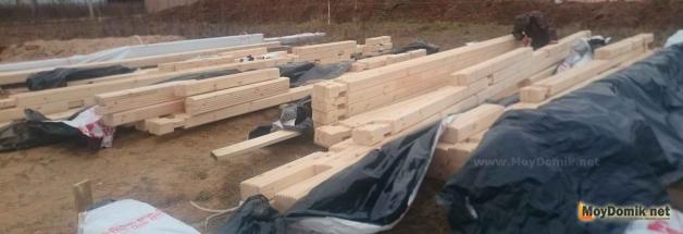 Домокомплект из клееного бруса на участке для строительства дома