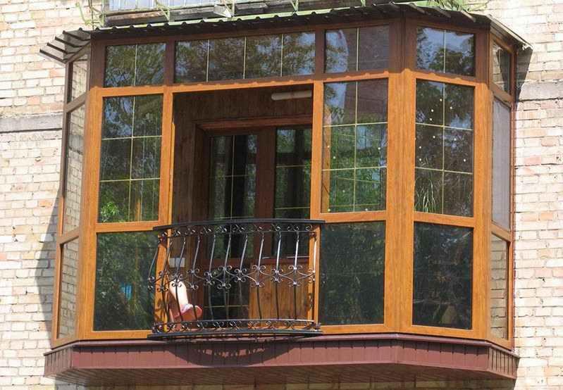Французское остекление балкона и лоджии от пола до потолка.