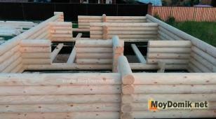 Строительство стен дома из оцилиндрованного бревна