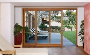 Раздвижные французские окна с выходом на террасу