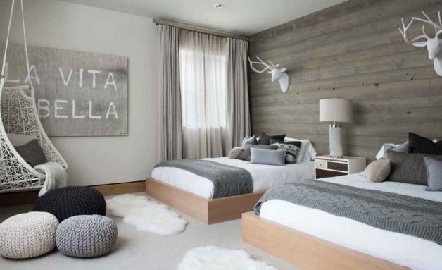 Интерьер спальни в скандинавском стиле в доме из клееного бруса