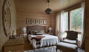 Дизайн спальной комнаты дома из профилированного бруса