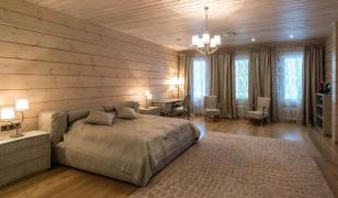 Интерьер спальни в доме из клееного бруса