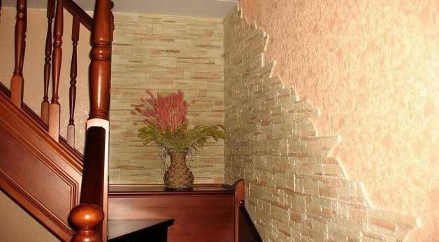 Пример декоративной отделки стен камнем