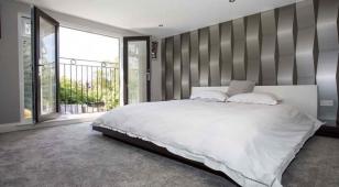 Французский балкон в спальне, вид с внутренней стороны