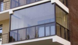Французское безрамное остекление балкона