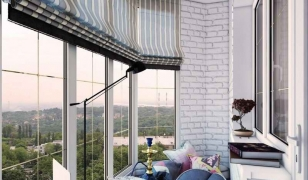 Дизайн балкона с французским остеклением внутри