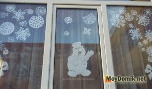 Украшения на окна из бумаги - снеговик, снежинки