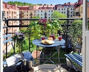 Маленький открытый балкон