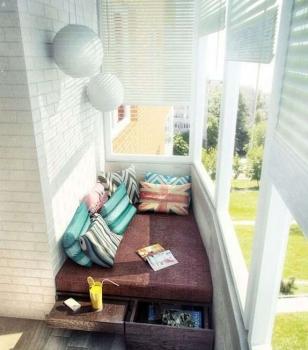 Интерьер спальни на балконе
