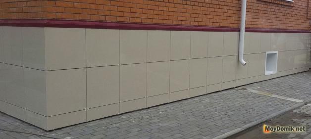 Вентилируемый фасад из керамогранита - облицовка цоколя частного дома