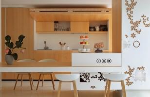 Оригинальный интерьер кухни-гостиной в частном доме