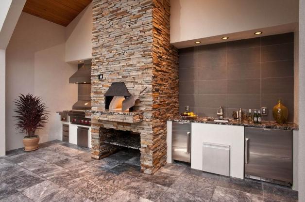 Дизайн современной кухни с камином-печью