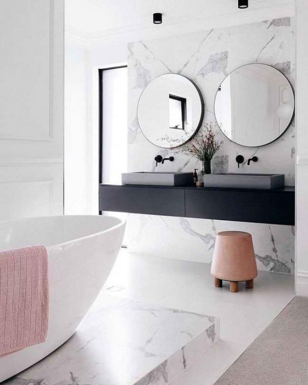 Натруральный камень в облицовке ванной