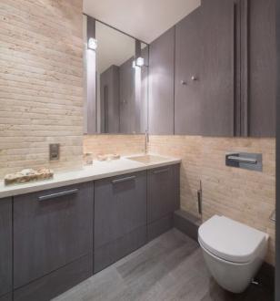 Декор стен в ванной под крипичную кладку