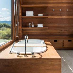 Ламинированные деревянные панели в ванной