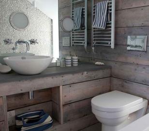 Деревянные элементы декора в дизайне ванной
